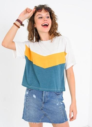 Üçgen Bloklu Tişört-Ola